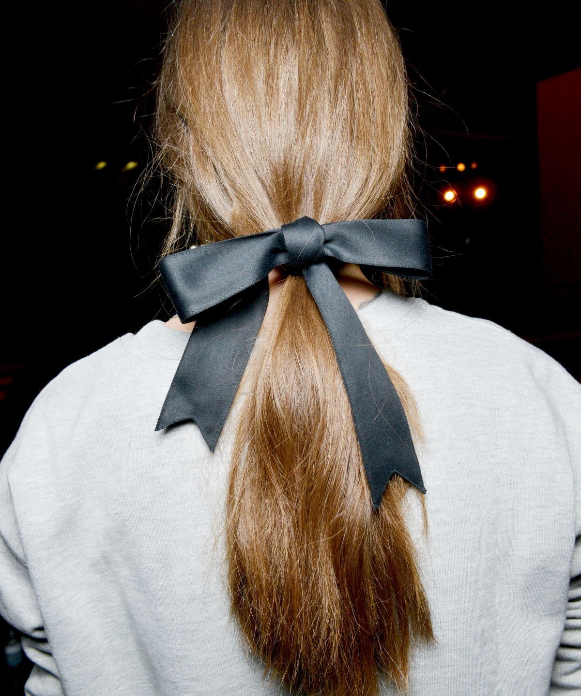 amarrar cabelo com laço