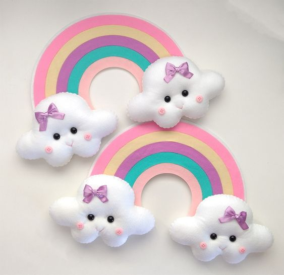 enfeite para porta de maternidade em feltro arco iris com nuvem