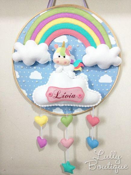 porta de maternidade bastidor com unicornio e arco iris