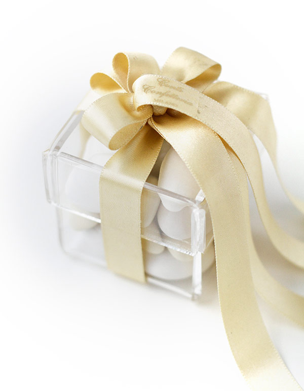 como servir amêndoas confeitadas como lembrancinha de casamento