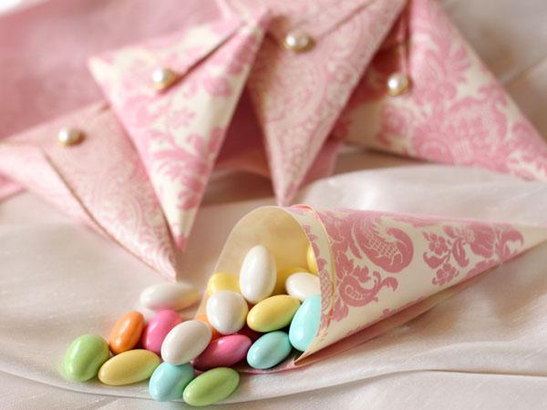 cone de amendoas confeitadas lembrancinha de casamento