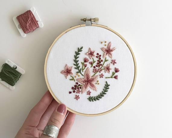 design de bordado livre com flores