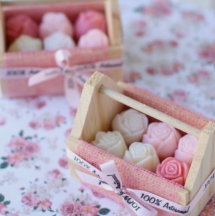 lembrancinha de maternidade cesta de rosas sabonete