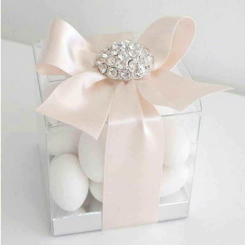 lembrancinhas de casamento com amendoas confeitadas na caixa de acrílio