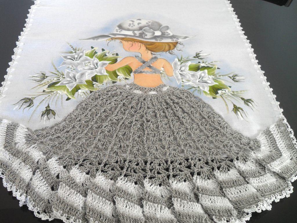 pano de prato aplicação de saia em crochê