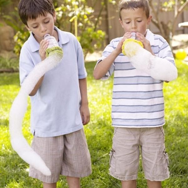 serpente de bolhas de sabão brincadeira infantil