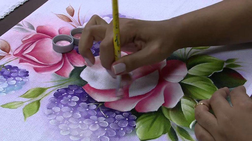 pintura em tecido rosa riscos