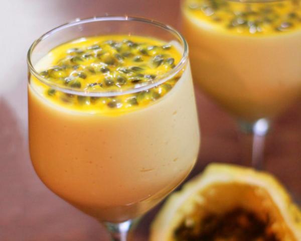 coquetel de frutas sem álcool caju e maracujá