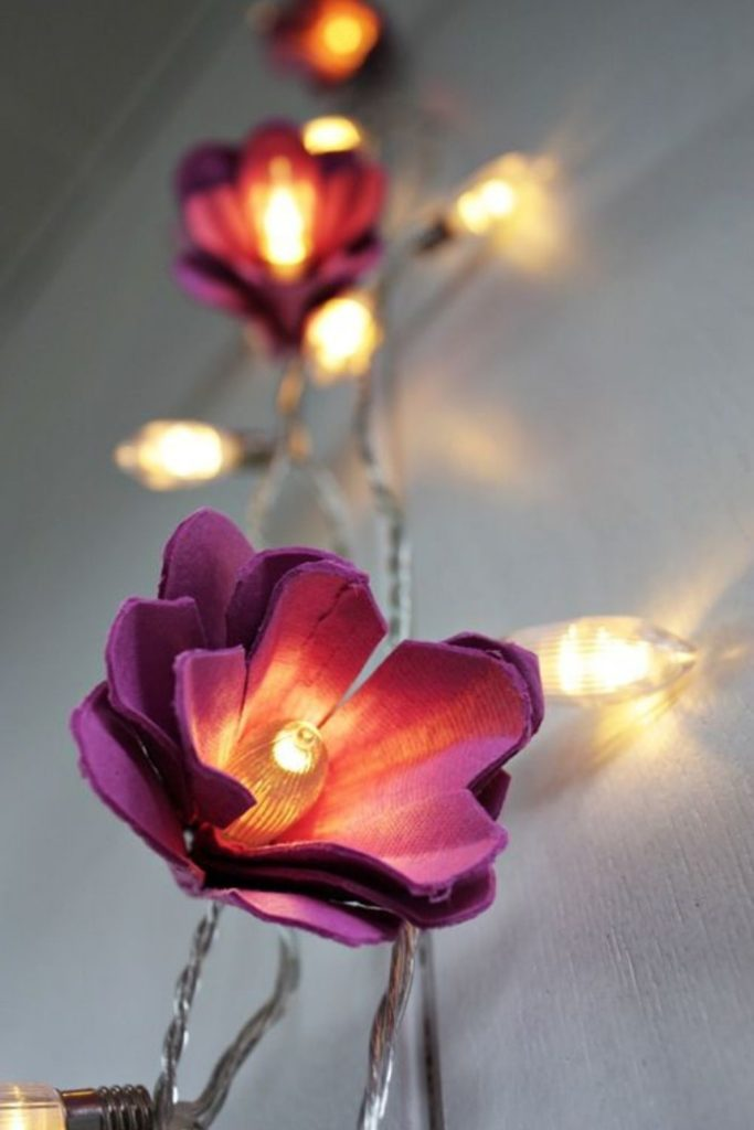 cordão iluminado com flores recicladas diy