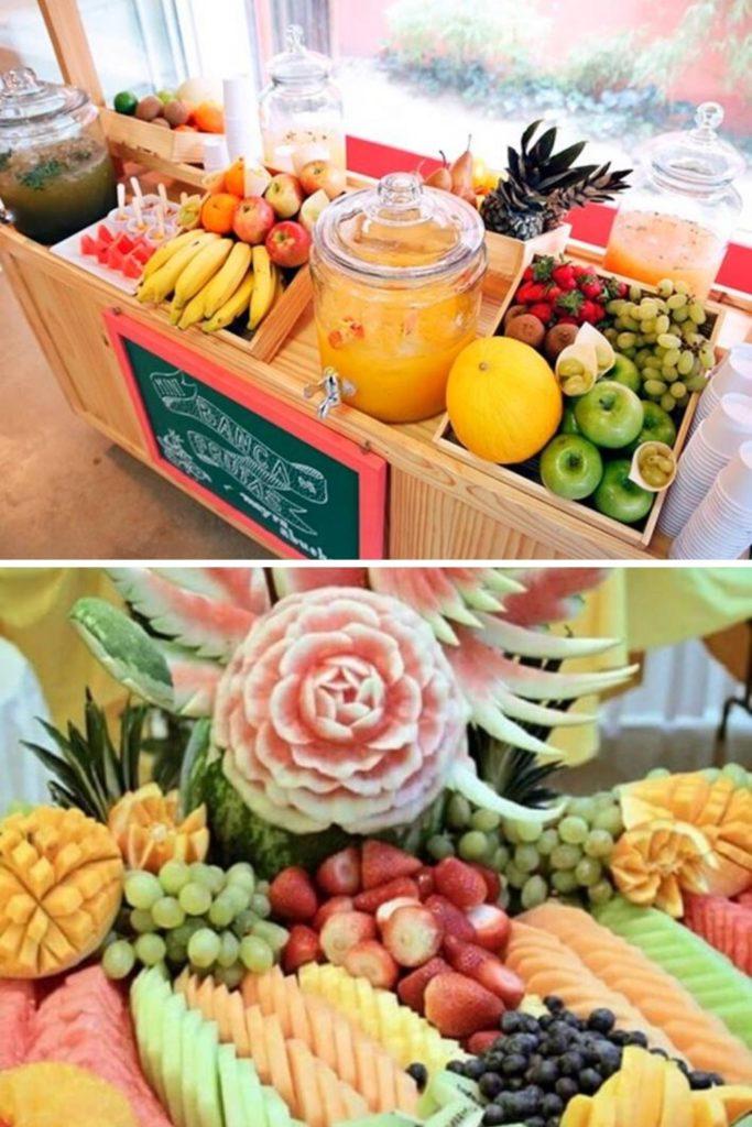 Mesa de frutas estilo feira e esculturas em frutas