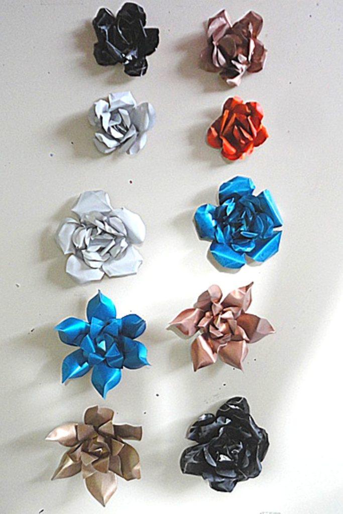 como fazer flores com latinha de aluminio