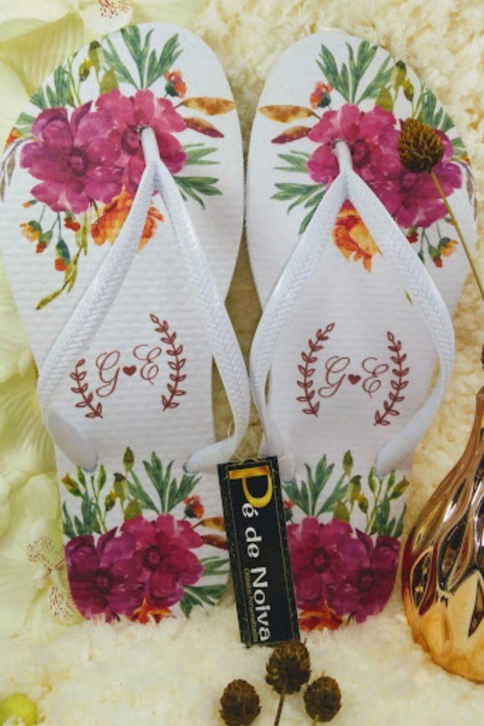 Lembrancinhas de casamento chinelo personalizado para padrinhos